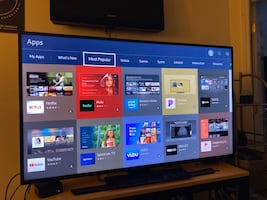 55inch 4K Samsung Smart TV w/ remote