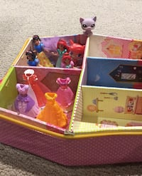 House with snap on dress dolls and snap on depresses. Ottawa, K2J 4Y9