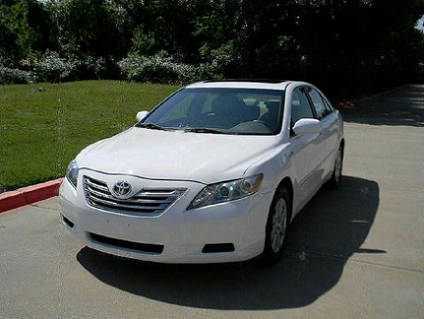 white Toyota Camry 2009 sedan clean title in hand