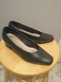 pair of black leather heels Waterford, N0E 1Y0