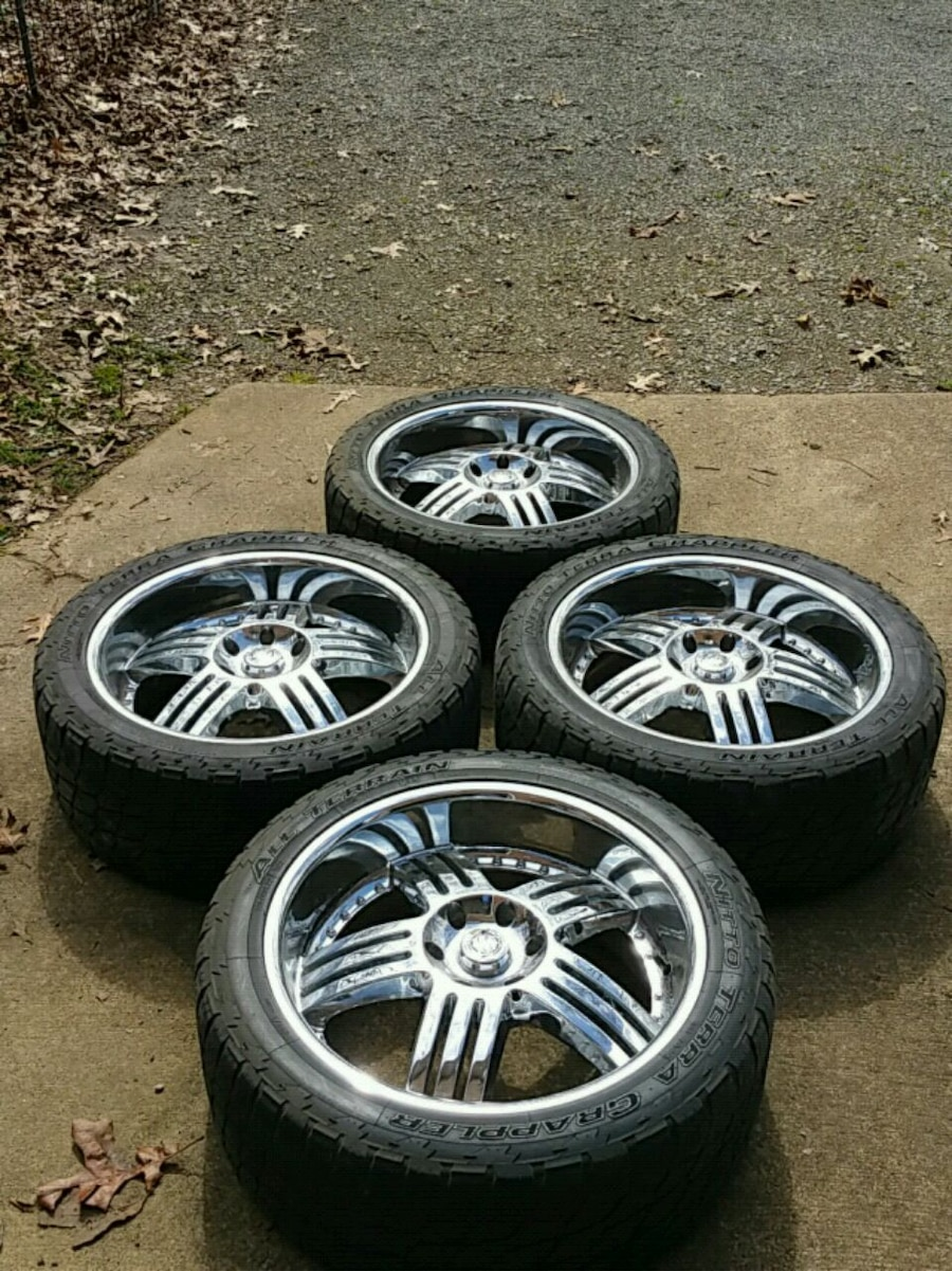 Photo 6x6.5 Hot wheels by KMC with 305/40r-22 nitto terra grappler tires
