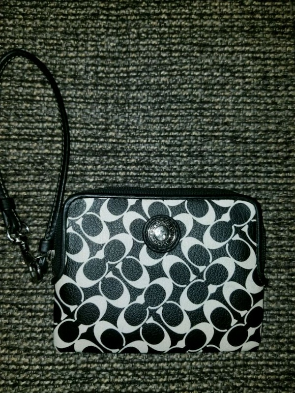 203ab349ecfe Used Coach wristlet small size for sale in Lubbock - letgo