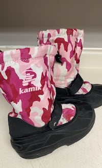 Kamik girls Pink camouflage snow boots size 3