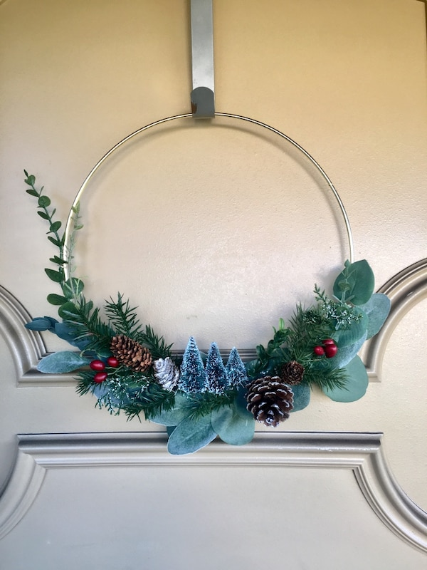 Gold hoop modern Christmas wreaths 0