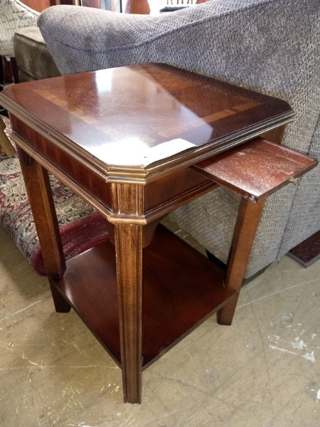 Brukt 28195 End Table With Side Pullout Tray By Lane Furniture / Accent Til  Salgs I 60081   Letgo