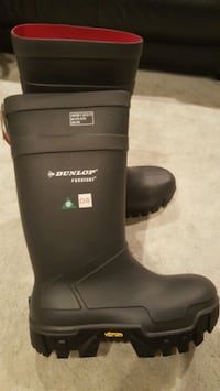 Dunlop Purofort rubber boots size 6 , 7 and 11 Vancouver, V5M 2E9