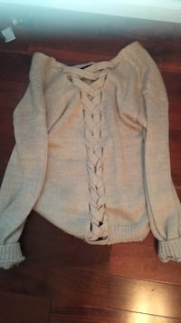 Rue 21 sweater front/back Dickson, 37055