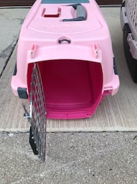 Pink and white pet carrier Norridge, 60706