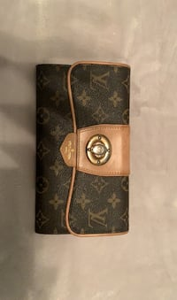 Louis Vuitton wallet  Toronto, M6L 2T4