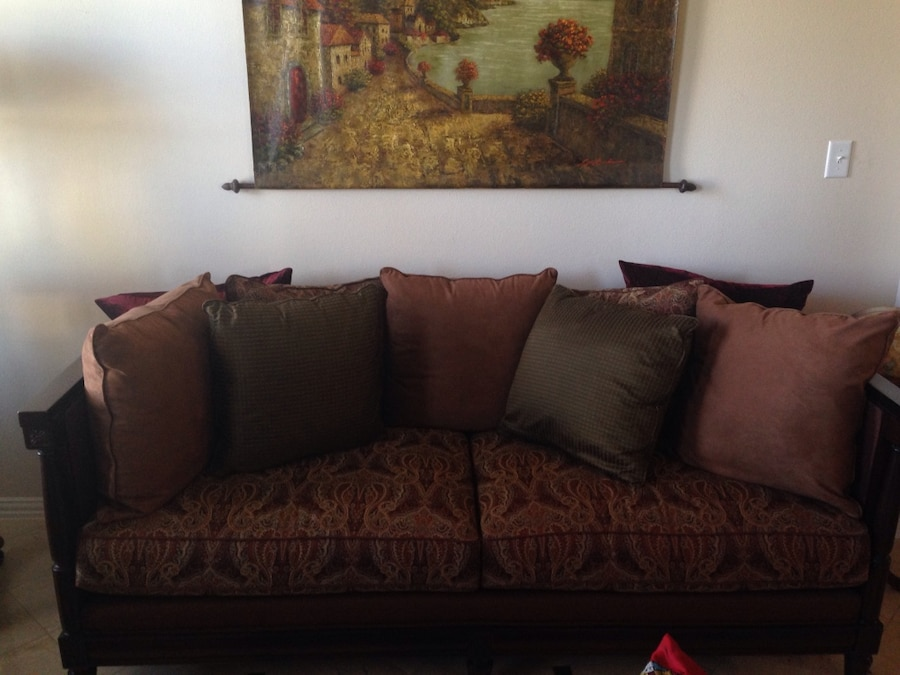 2 Sofas!! Bassett Quality Sofa And Love Seat