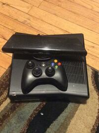 Xbox360 1 controller and 5 games Middletown, 10941