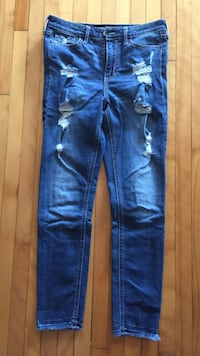 High rise jeans from the Brand Hollister. Size 25. In excellent condition.  Montréal, H3X 2P8
