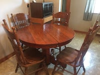 round brown wooden pedestal dining table with chairs set Louisville, 40213