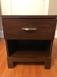 Wooden Nightstand/Side table/End Table Chicago, 60657