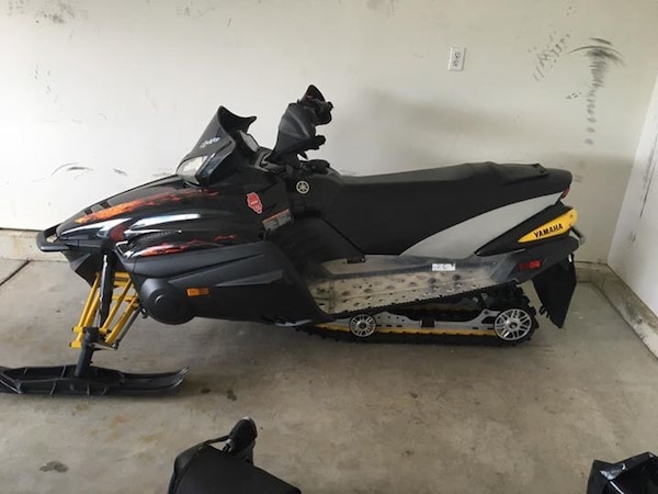 Black snowmobile 2006 nytro
