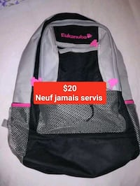 Grand sac a dos adulte solide neuf jamais servis Montreal, H1B 5N9