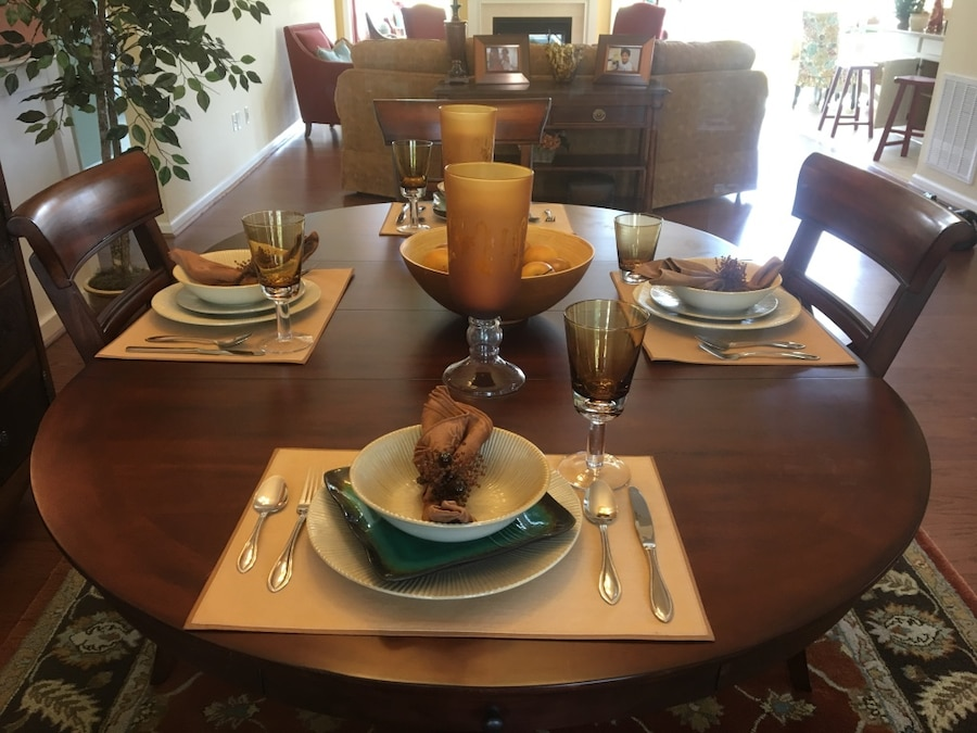 Used model home solid wood dining rm set in virginia beach
