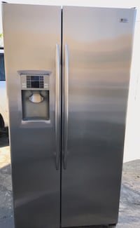 G.E Profile Stainless Steel Refrigerador with Ice Maker And Water Dispenser in Amazing Conditions extremely Clean like new delivery available Los Angeles, 90011