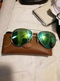 Gold-rimmed green lens Ray-Bans new condition Windsor