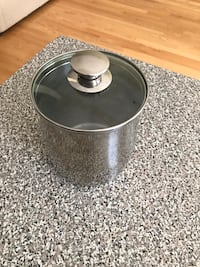 Metal canister with lid