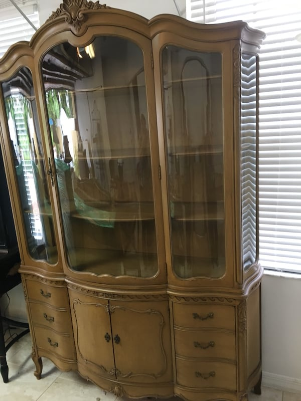 China Cabinet / Breakfront 1