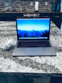 2017 MacBook Pro 13 inch with AppleCare+ in Perfect Condition! Allen, 75002