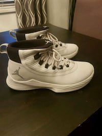 Mens Size 8 White Jordan Zooms