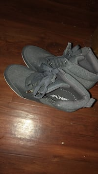 pair of black low top sneakers New Westminster, V3L 1G2