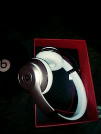 Beats solo 3 Rose Gold Wireless Cleveland, 44144