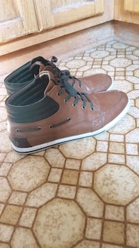 pair of brown-and-blue high top sneakers Montreal, H3X 1V1