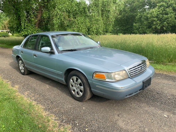 Ford - Crown Victoria - 2000 1
