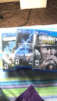 Two sony ps4 game  Bull Valley, 60098