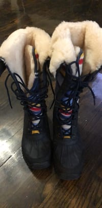 UGGS WINTER BOOTS SIZE 7 Milwaukee, 53223