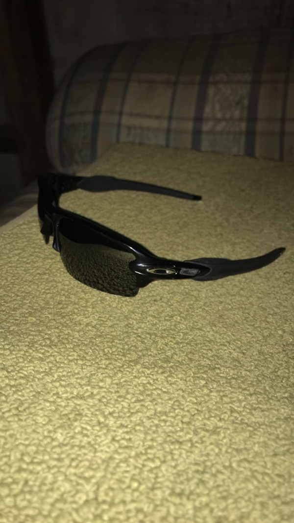 5a457d0a19 Used oakley flak 2.0 polarized (NEW) for sale in Clearlake - letgo