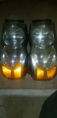 02-05 dodge ram 1500 headlights  52 km