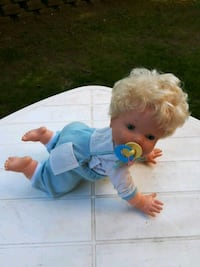 blue and white dressed female doll Victoriaville, G6P 5W6