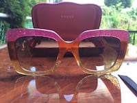 pink framed Ray-Ban sunglasses with case Montréal, H1R 3X5