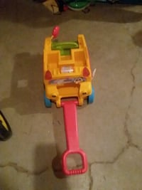 School Bus pull toy also lights up and plays music Des Moines, 50320
