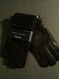Bnib Tommy Hilfiger men's level leather gloves Langley, V3A 1S5