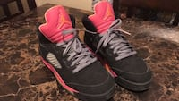 Pair of black-and-pink nike basketball shoes size 5.5 Palmdale, 93550