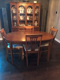 Vintage table, chairs and china cabinet Mississauga, L4Y