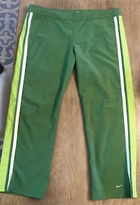 Like new Nike cropped funky green pants with Drawstring waistband.