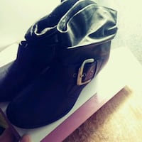 By..MAI.... All leather size girls 5m never worn o 220 km