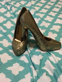 Gold glitter pumps  San Angelo, 76904