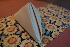 Yellow-gold cloth napkins (170 napkins total)