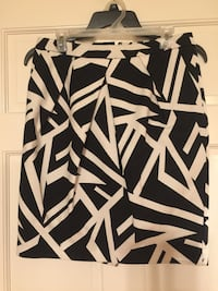 Liz Claiborne skirt, black and white striped, pockets, lined, size 8 Winchester, 22602