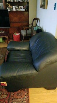 black leather large single/love sofa Toronto, M2J 1Z5