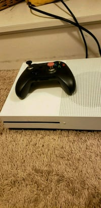 Xbox one s with controller with back buttons  Adelphi, 20783