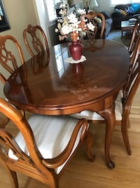 Thomasville Dining Table and 6 chairs Rockville