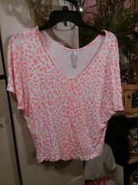 women's white and pink scoop-neck blouse Bellport, 11713